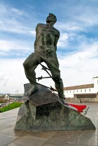 Памятник поэту Мусе Джалилю