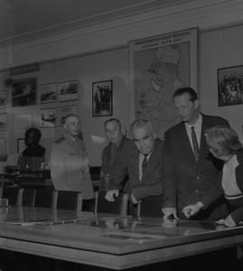 На архивном фото второй справа – М.М. Громов во время посещения Научно-мемориального  музея профессора Н.Е. Жуковского.  1960-е гг.